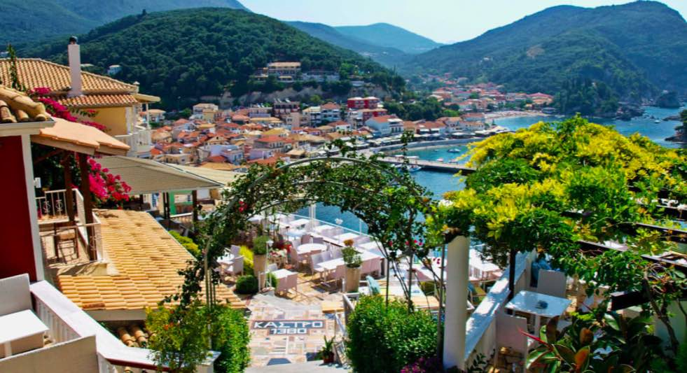 Ci sono molte delizie che abbracciano le colline intorno al porto di Parga - meteoweek.com