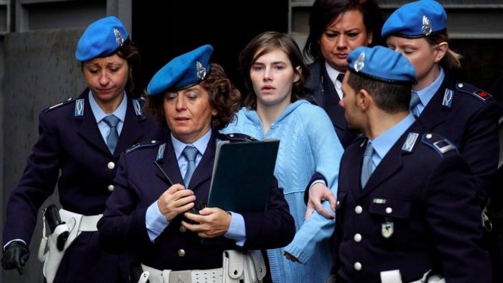 Amanda Knox torna in Italia - Amanda Knox scortata in Tribunale - meteoweek.com