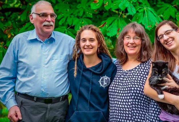 Chi è Carola Rackete ? - Carola Rackete con la famiglia - meteoweek.com