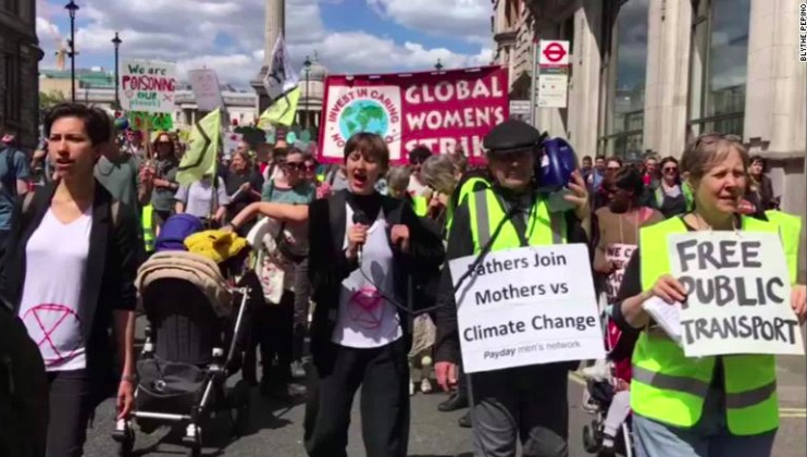 organizzazione BirthStrike che sfila per protestare - meteoweek.com