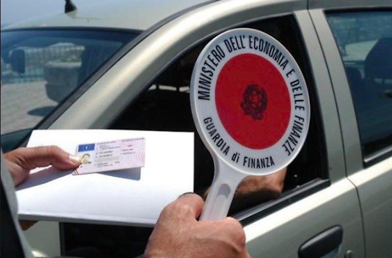 Guida con il cellulare stop patente già alla prima multa - meteoweek.com