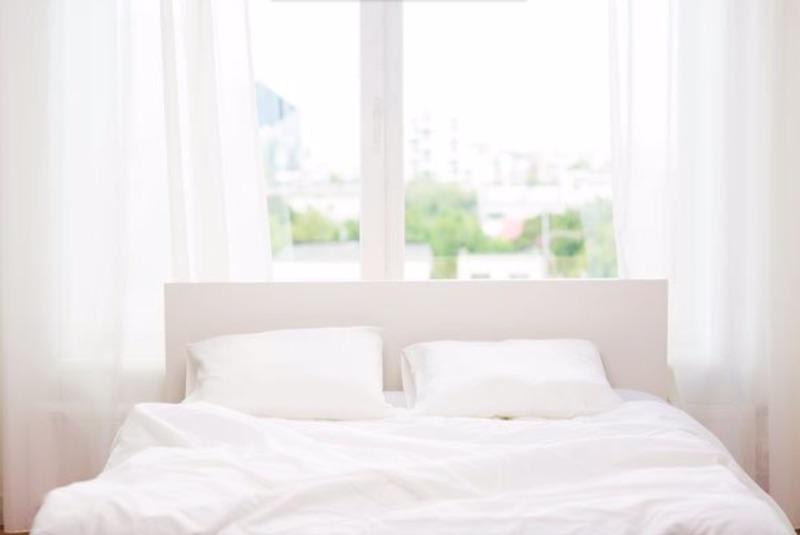 Utilizzare letti traspiranti realizzati con materiali come lino e cotone per mantenere il letto fresco - meteoweek.com