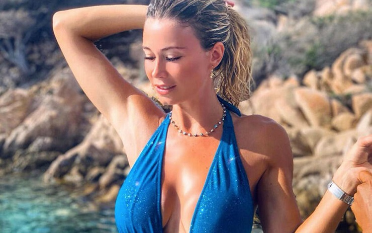 Diletta Leotta in bikini scosciata nella grotta   Video - meteoweek.com