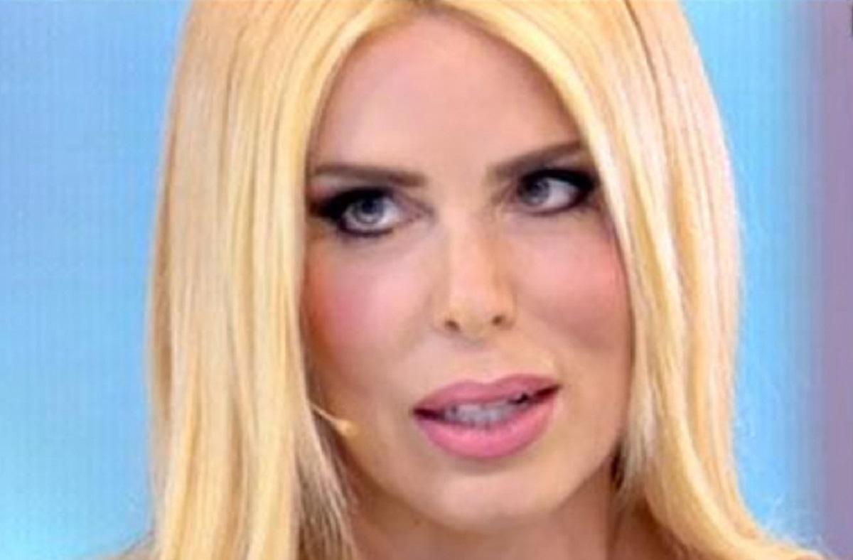 Domenica Alive   Loredana Lecciso nei panni di Pretty Woman   Video - meteoweek.com