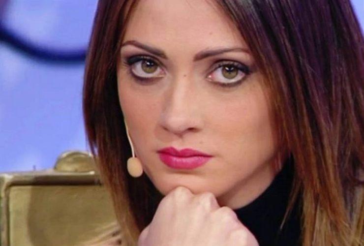 Diretta Uomini e Donne: verranno presentati Sara e Alessandro, i nuovi tronisti