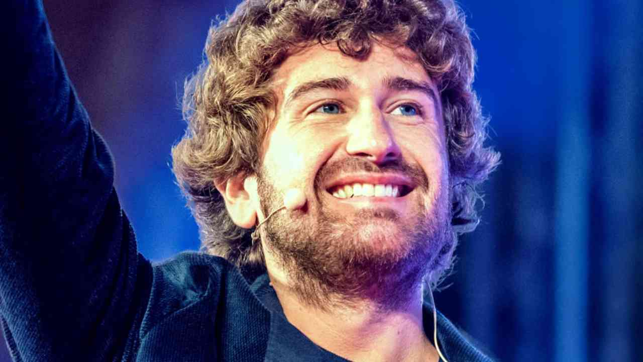 Alessandro Siani chi e   carriera   vita privata dell attore - meteoweek