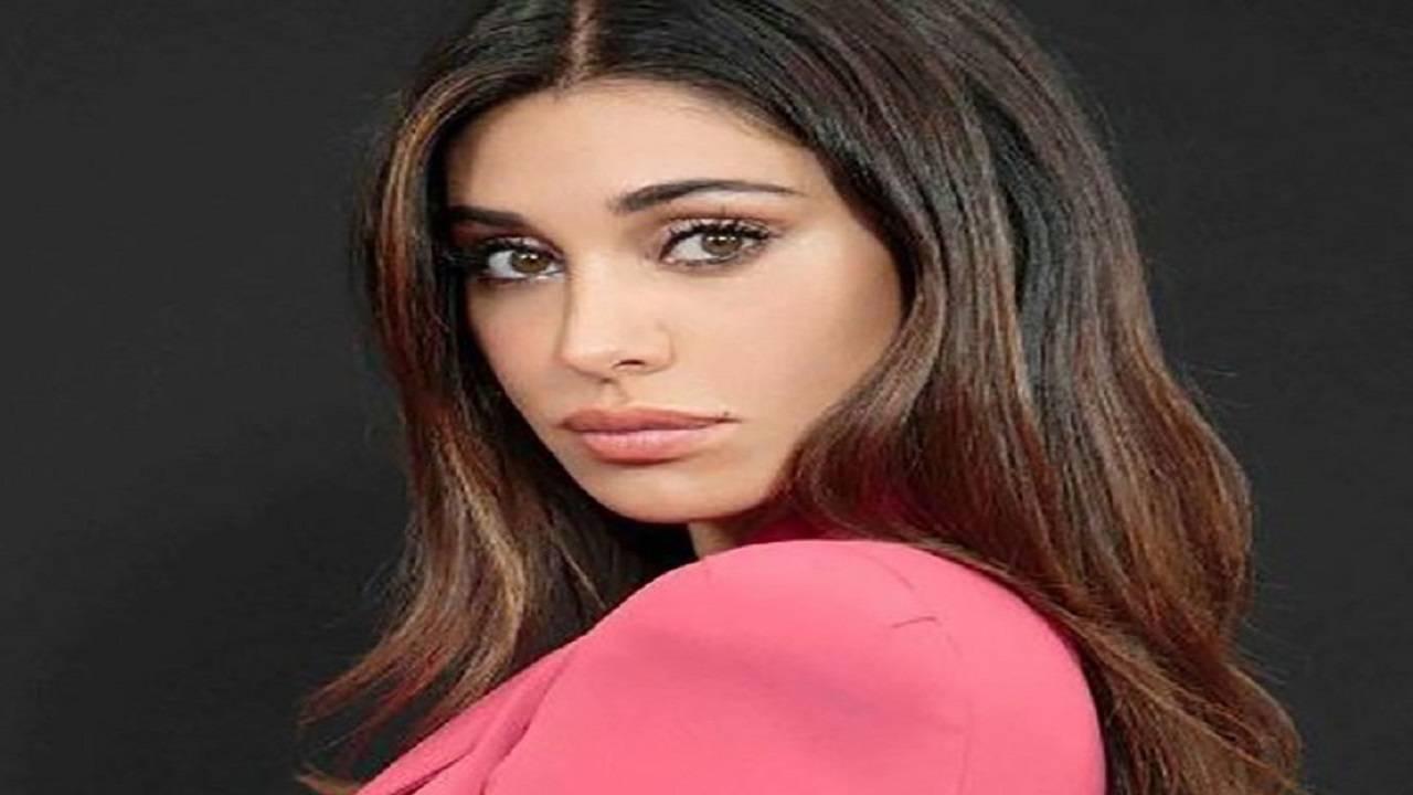Belen Rodriguez ci da un taglio | Ecco il nuovo look | Foto - meteoweek.com