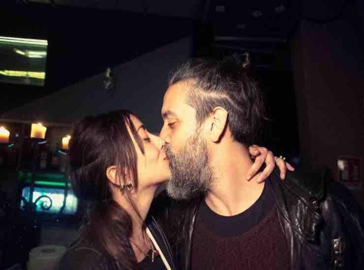 Roberto Angelini con la fidanzata chi è - meteoweek