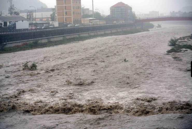 maltempo genova fiumi esondati