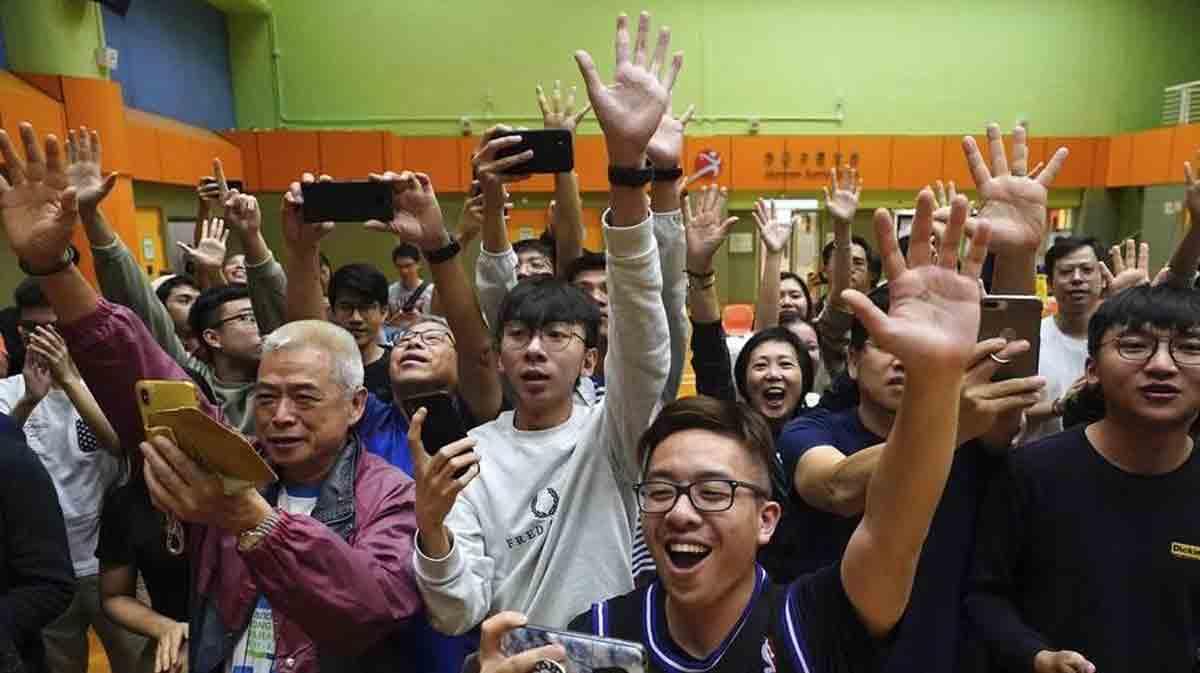 elezioni hong kong vittoria