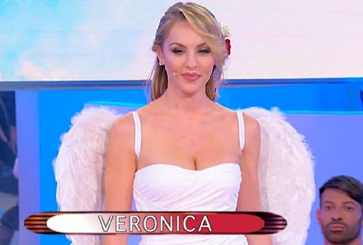 Veronica nasconde qualcosa Segnalazioni a Uomini e Donne