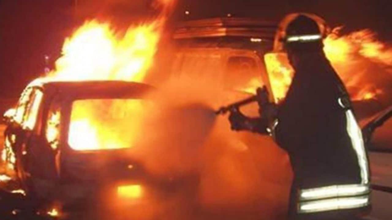 Pordenone, auto in fiamme