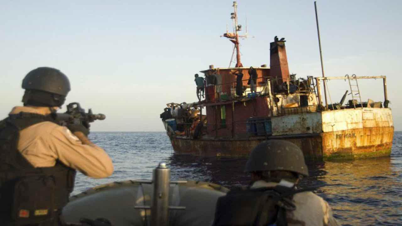 Camerun, assalto a petroliera greca: rapiti otto marinai