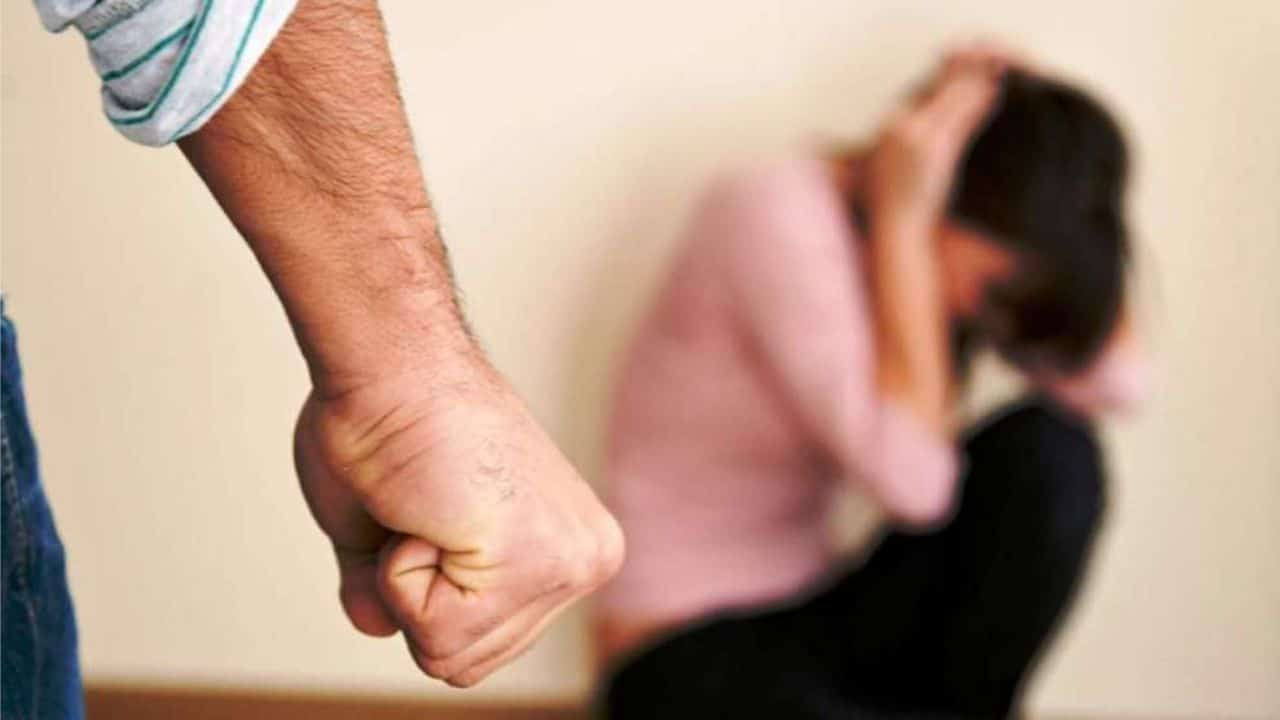 Acerenza - uomo picchia donna