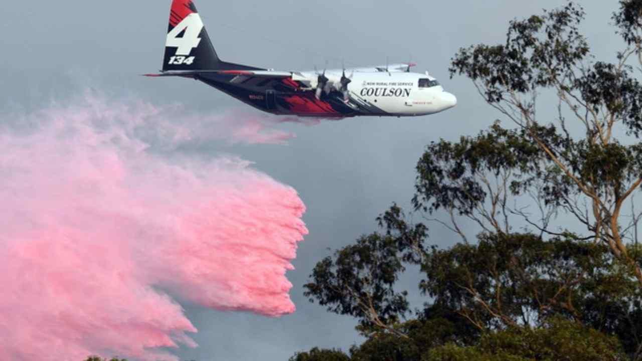 Roghi Australia, precipita un aereo antincendio