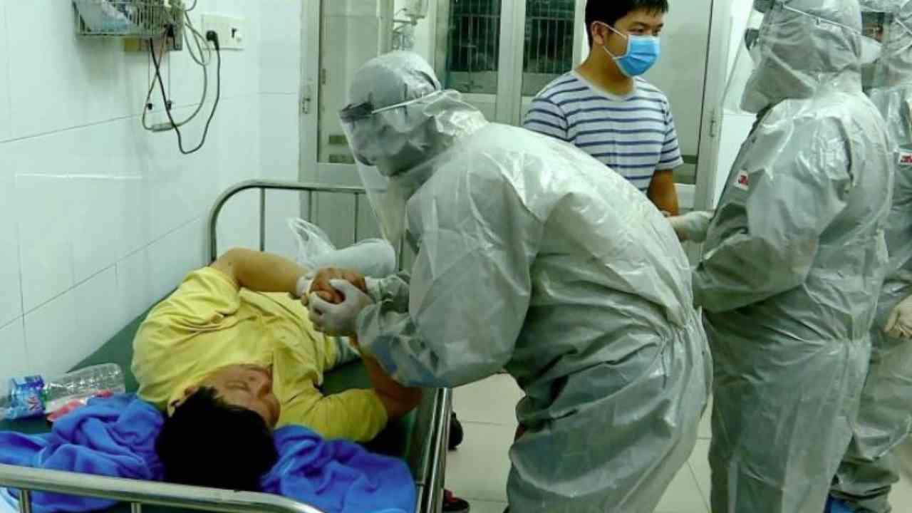 Virus Cina, 56 milioni di persone in quarantena. Evacuato pe