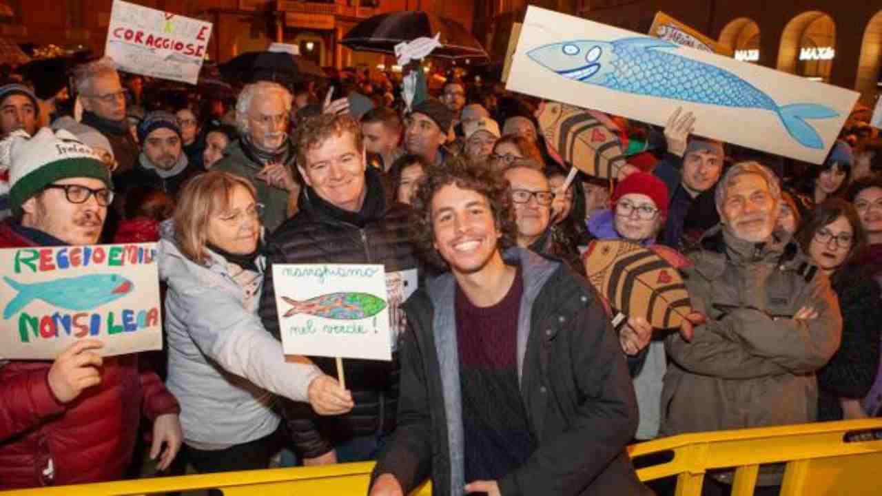Sardine, flash mob al Papeete | L'iniziativa in concomitanza