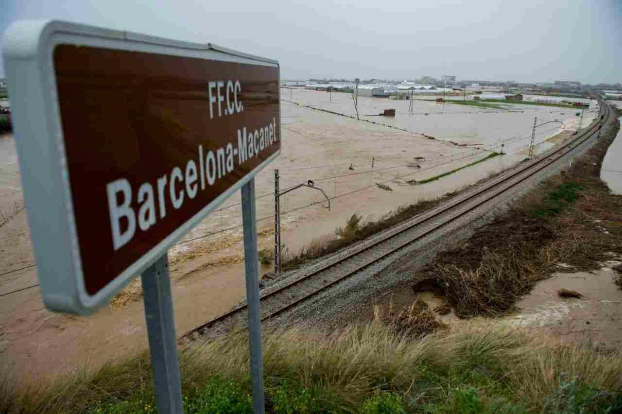 Tempesta Gloria sta affondando la Spagna. 7 morti, allarme r