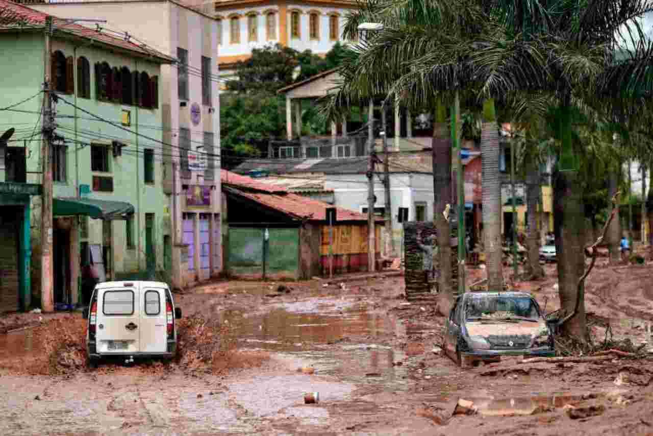 Apocalisse in Brasile. La tempesta di pioggia uccide e distr