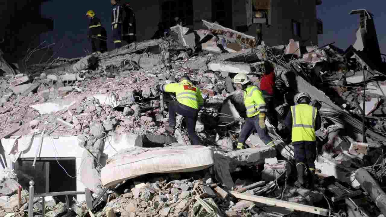 Turchia, violentissima scossa di terremoto: si teme il peggi