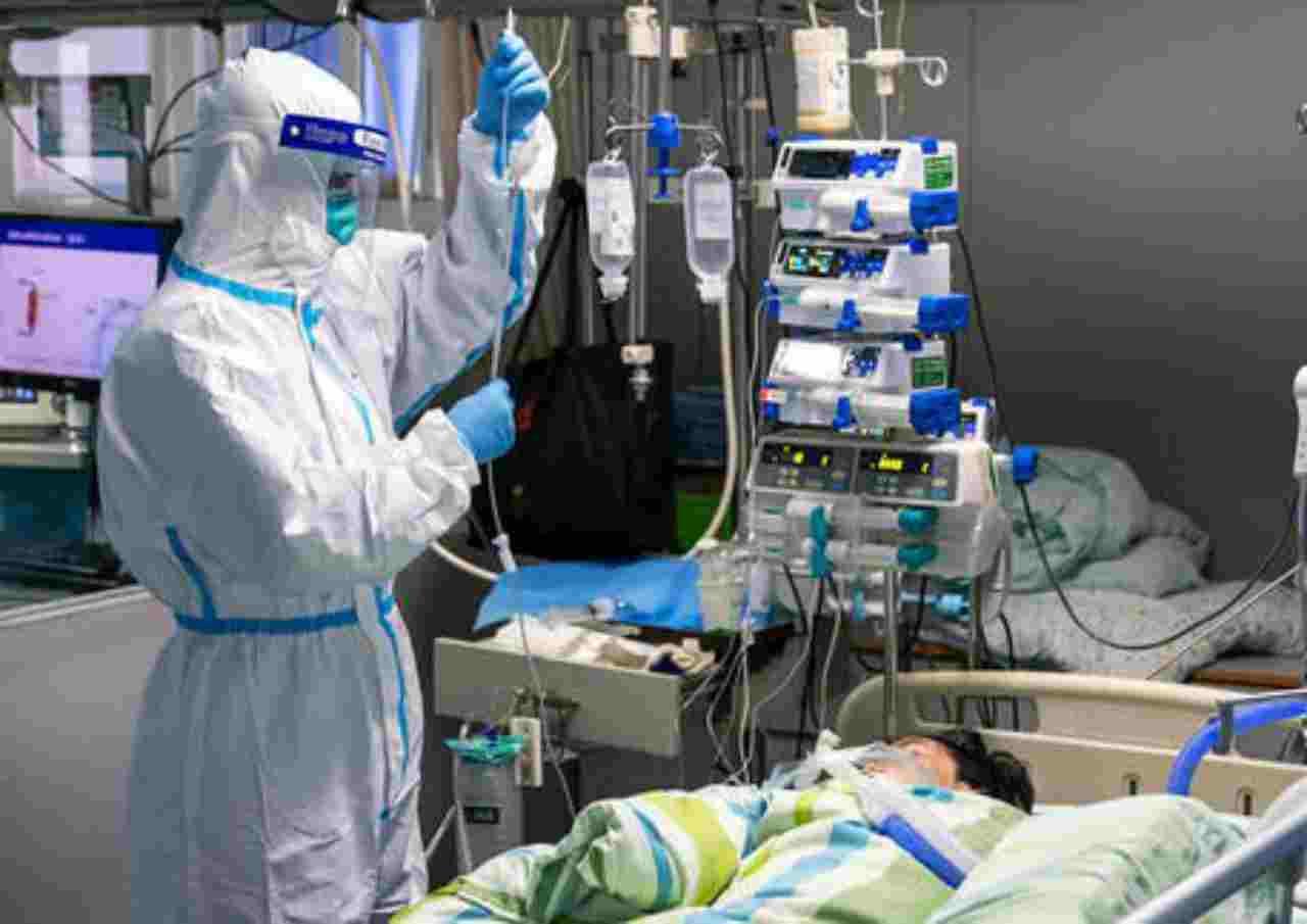 Virus cinese: muoiono due medici a Wuhan, uno per il troppo