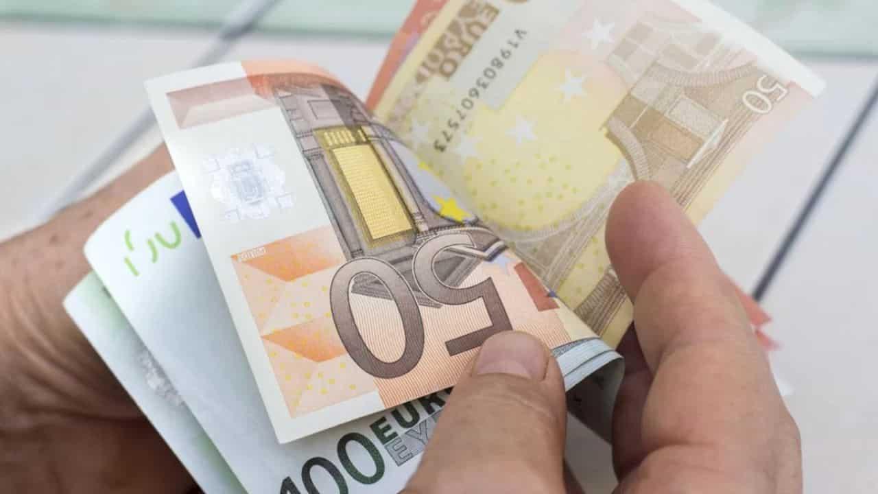 Aumenti in busta paga |  il bonus Renzi sale a 100 euro