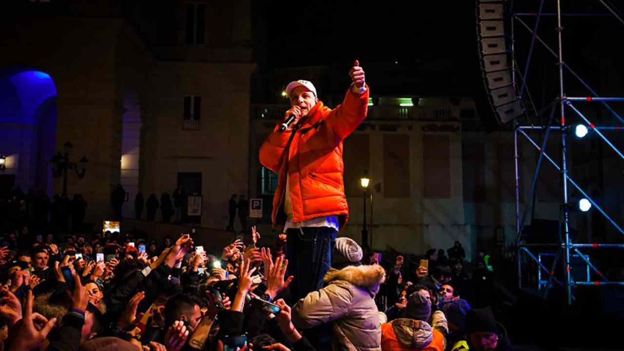 Notizia - ITALIA - Rapper Clementino incriminato per istigazione allo spinello?