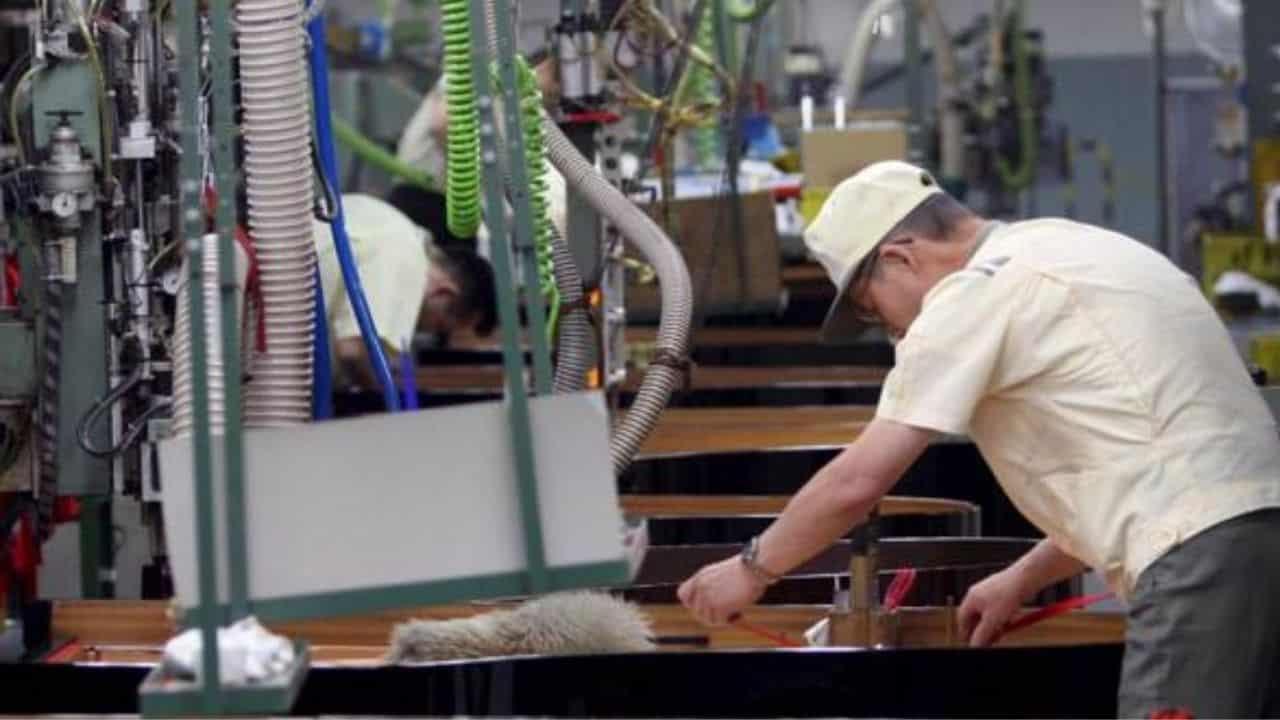 Monte ore lavorate crollato di 2,3 miliardi | Colpiti i lavo