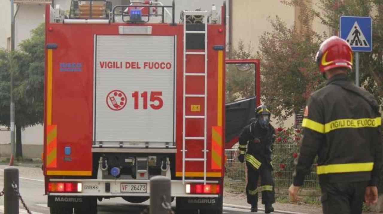 Ostia, fuga di gas e violenta esplosione: donna trasportata