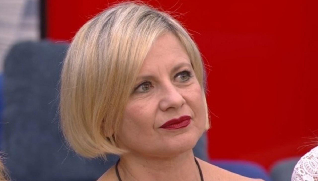 Antonella Elia tradisce il compagno   Il bacio vendetta al G