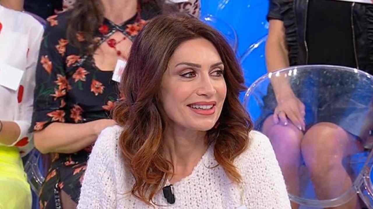 Barbara De Santi ruba a Uomini e Donne | Business senza piet