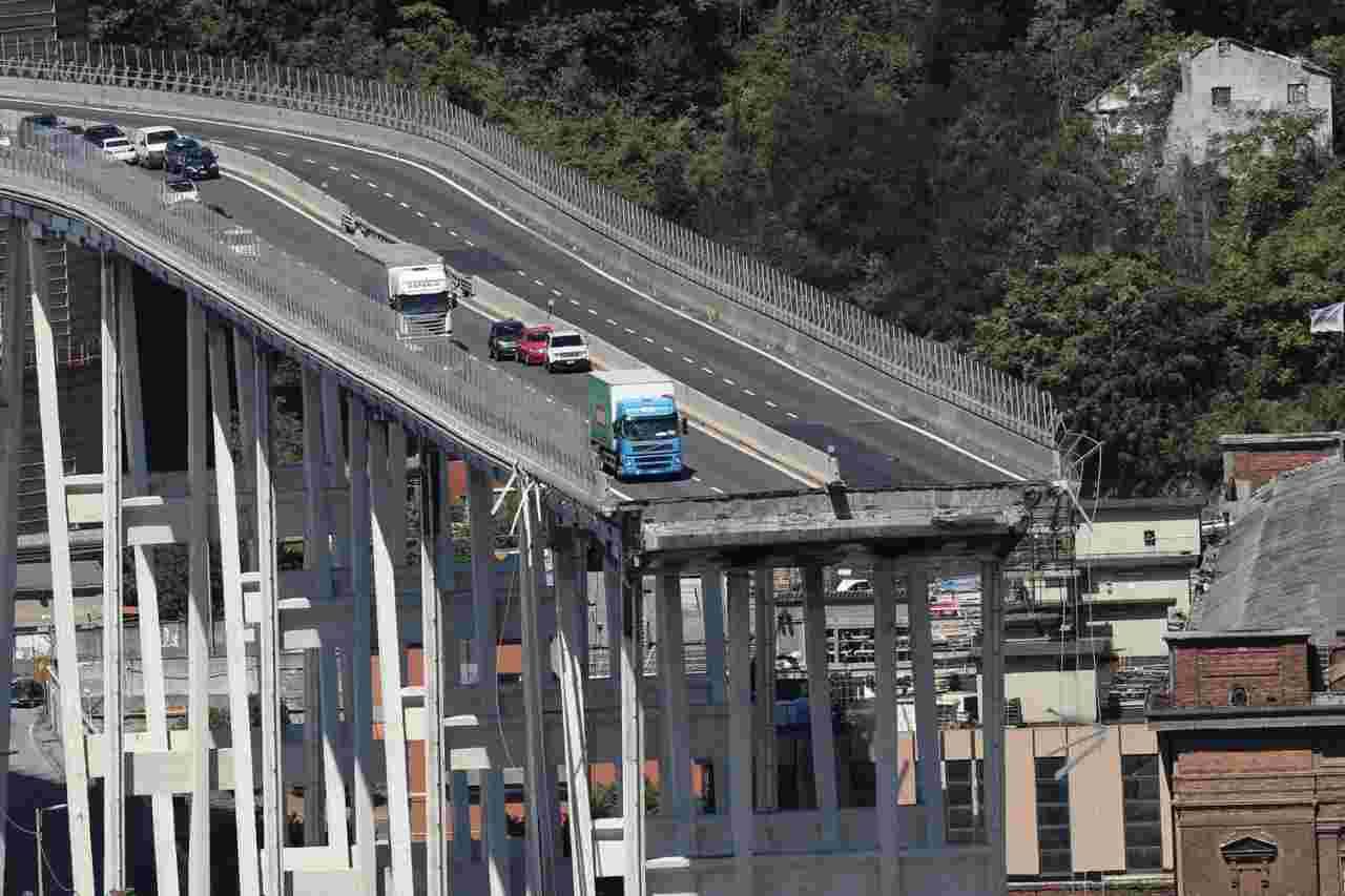 """Il Governo scarica Autostrade: """"Troppo impopolare fare marci"""