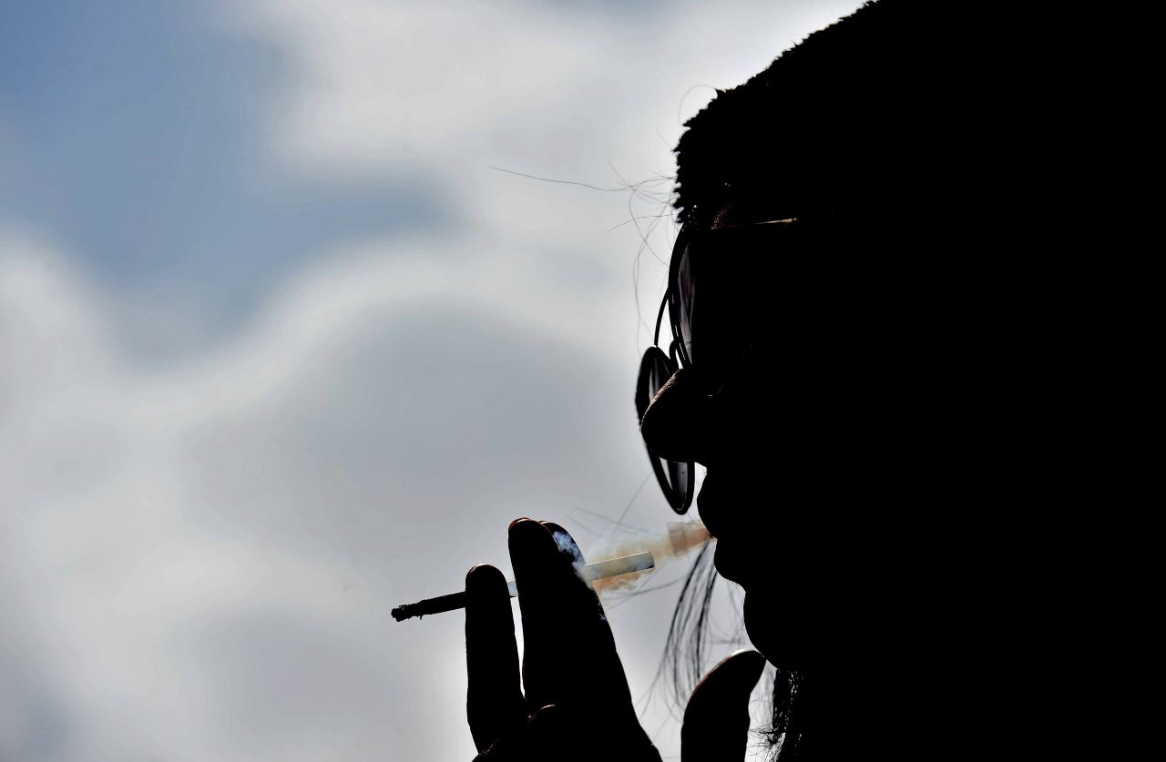 Le esplode la sigaretta elettronica: ragazza finisce in ospe