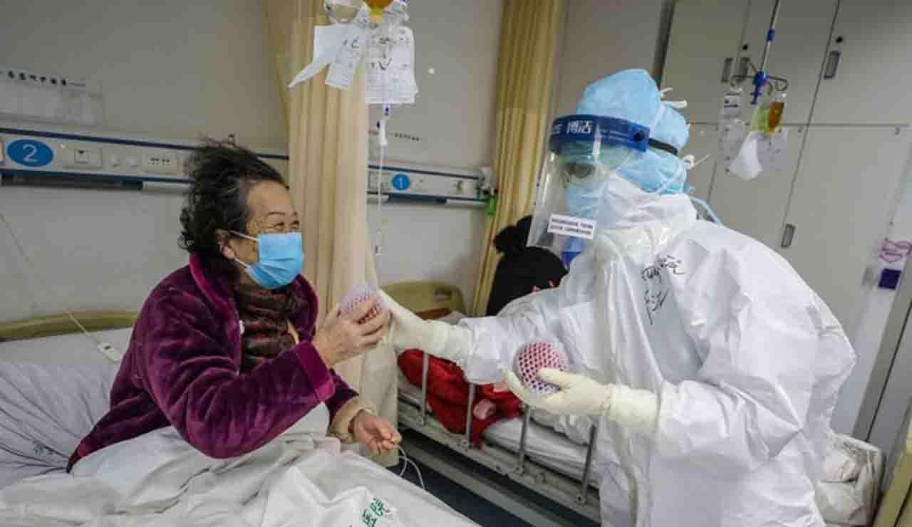 CINA Coronavirus, il bilancio delle vittime rompe la soglia delle 2mila