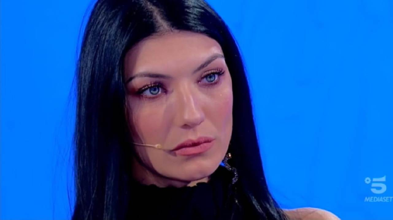 Giovanna Abate provoca Sara di fronte a tutti | Corteggiator