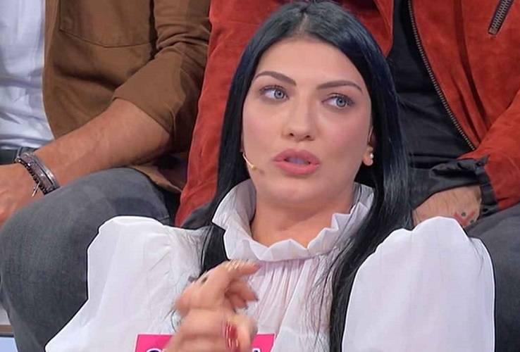 Giovanna Abate provoca Sara