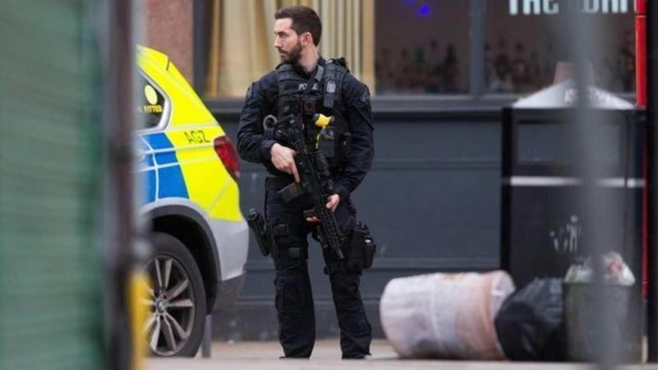 Londra, sangue nella moschea: arrestato l'aggressore