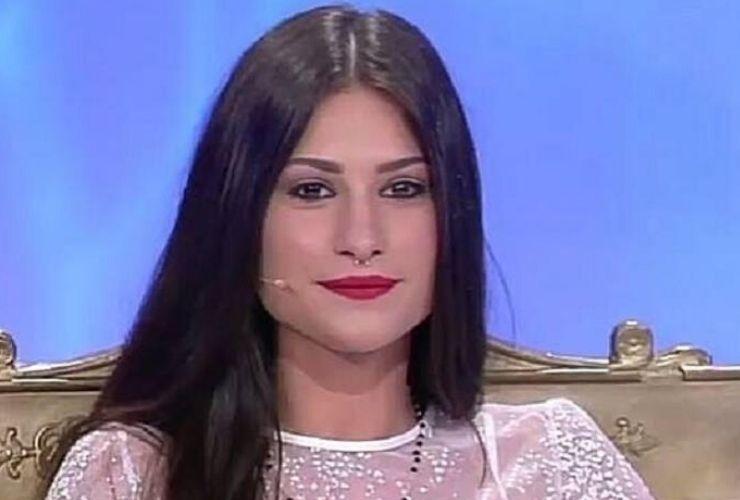 Ludovica Valli, l'ex tronista sta male:
