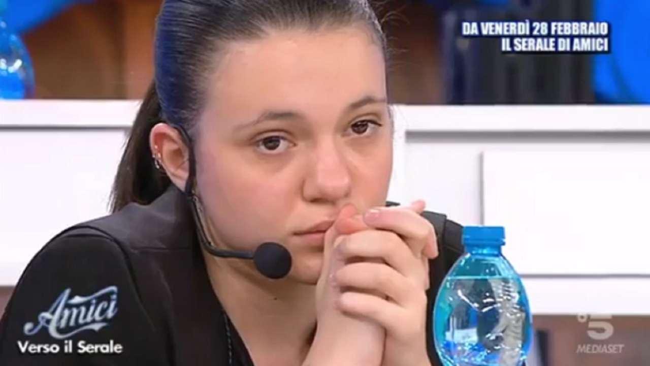 Martina fuori controllo ad Amici 19   Interviene Maria De Fi