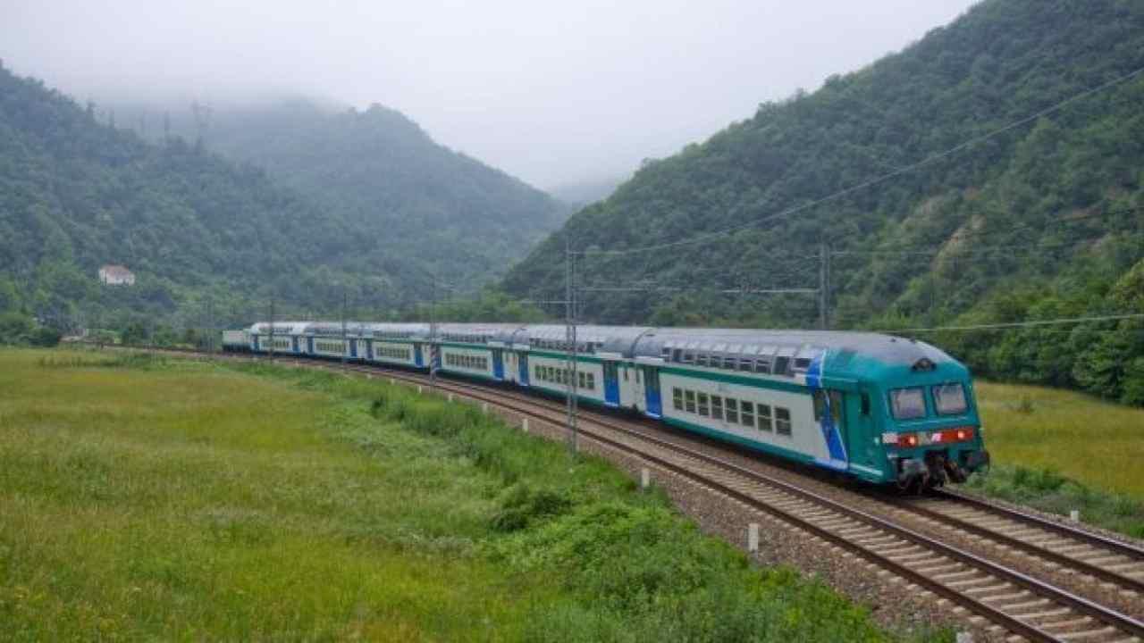 Treni in tilt, Italia spezzata in due: ritardi oltre 90 minu