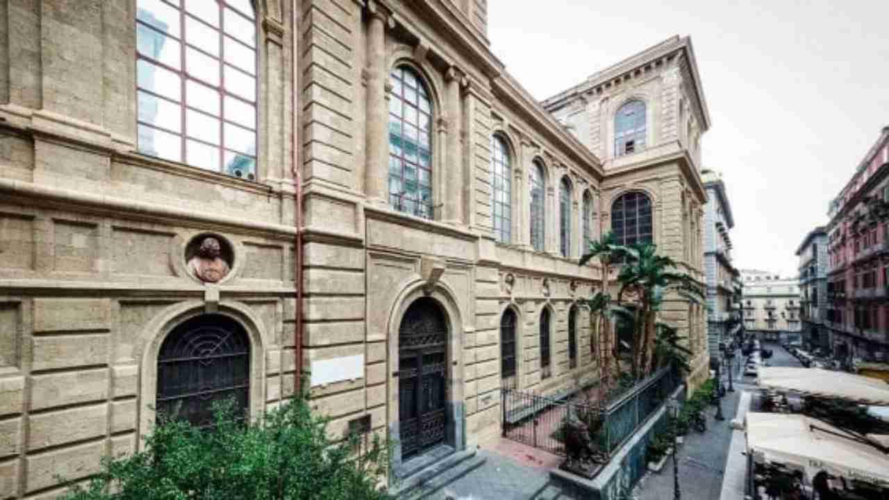 Commise abusi sessuali in Accademia, il docente si dimette