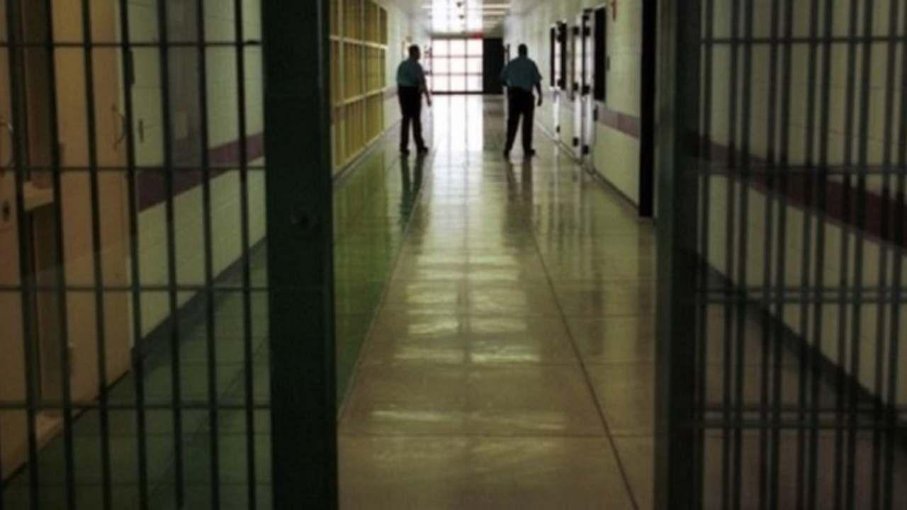 Pavia, suicida in carcere: aveva ucciso la moglie e un bambi