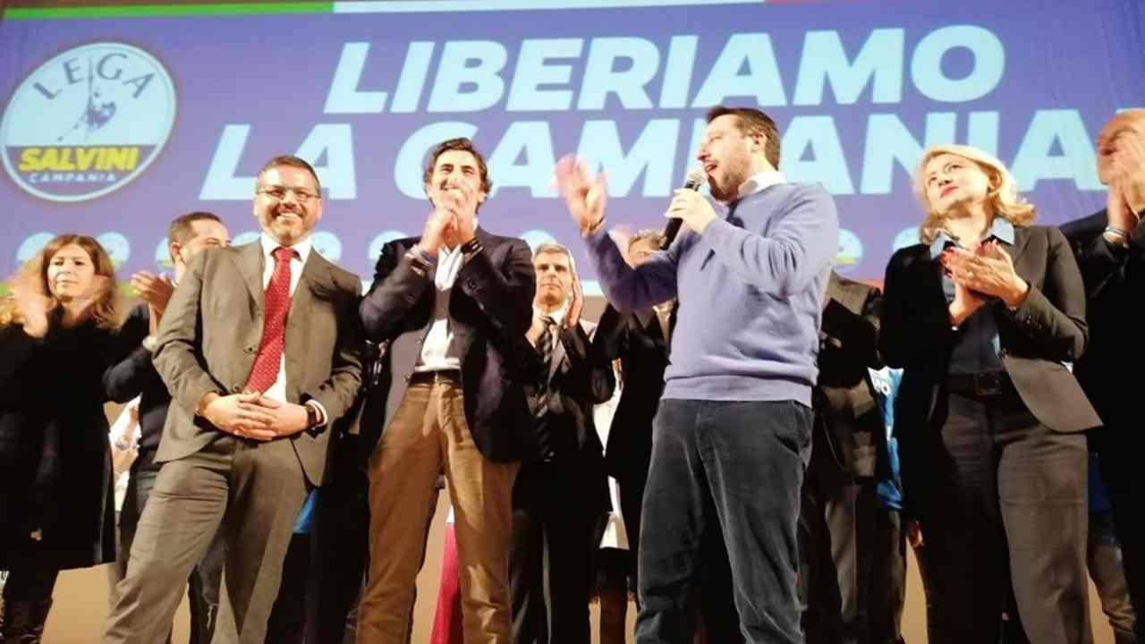 """Salvini: """"Bisogna andare a votare, Topolino meglio di Conte"""""""