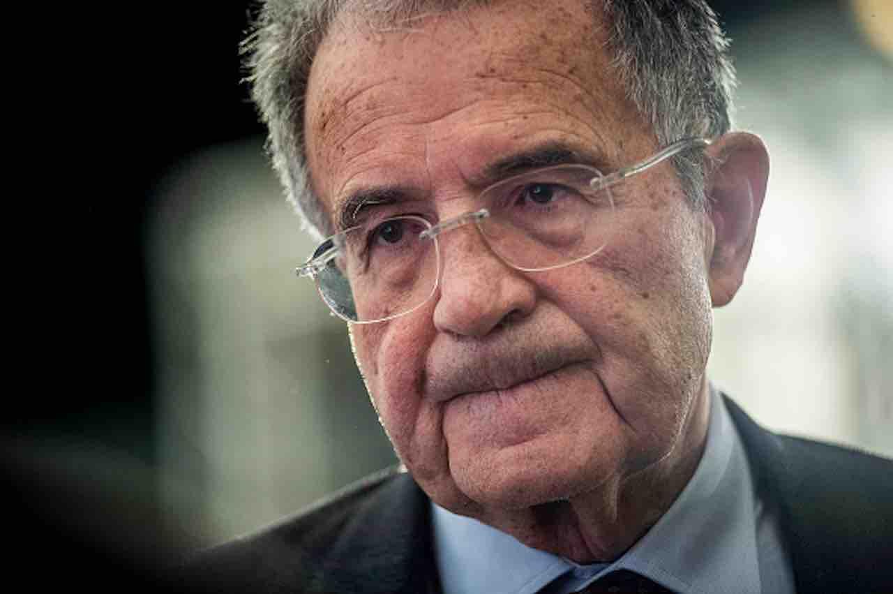 """Prodi: """"Se succede la grande crisi gli olandesi a chi vender"""