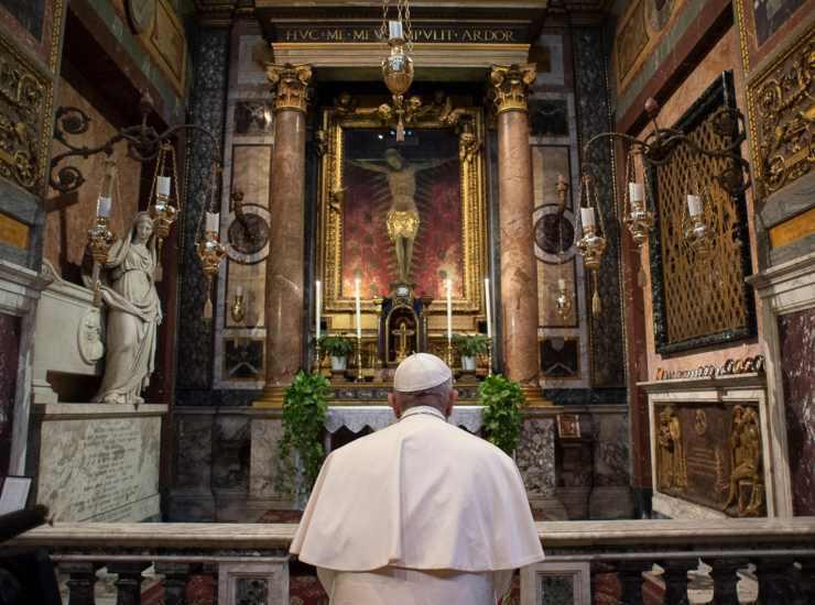 Coronavirus, Crocifisso miracoloso spostato a San Pietro