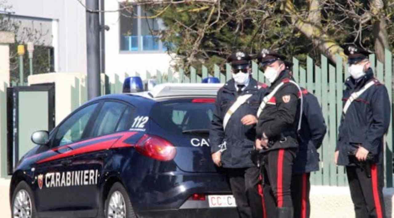 Messina: uccide la moglie e poi chiama i Carabinieri: colpa