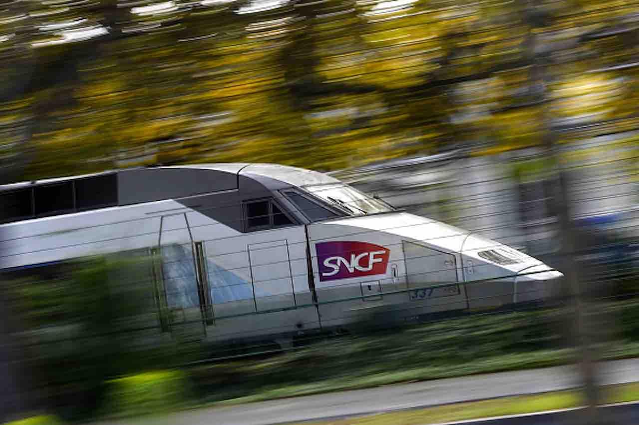 Deraglia la motrice del treno ad alta velocità: venti feriti