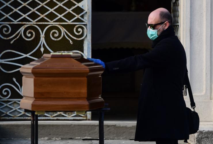 coronavirus funerale video social