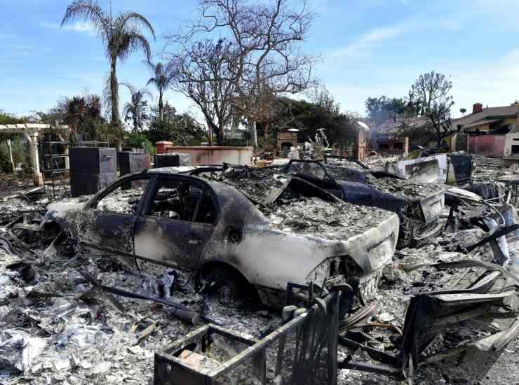 Divampa incendio in campo abusivo migranti: danneggiate 30 baracche