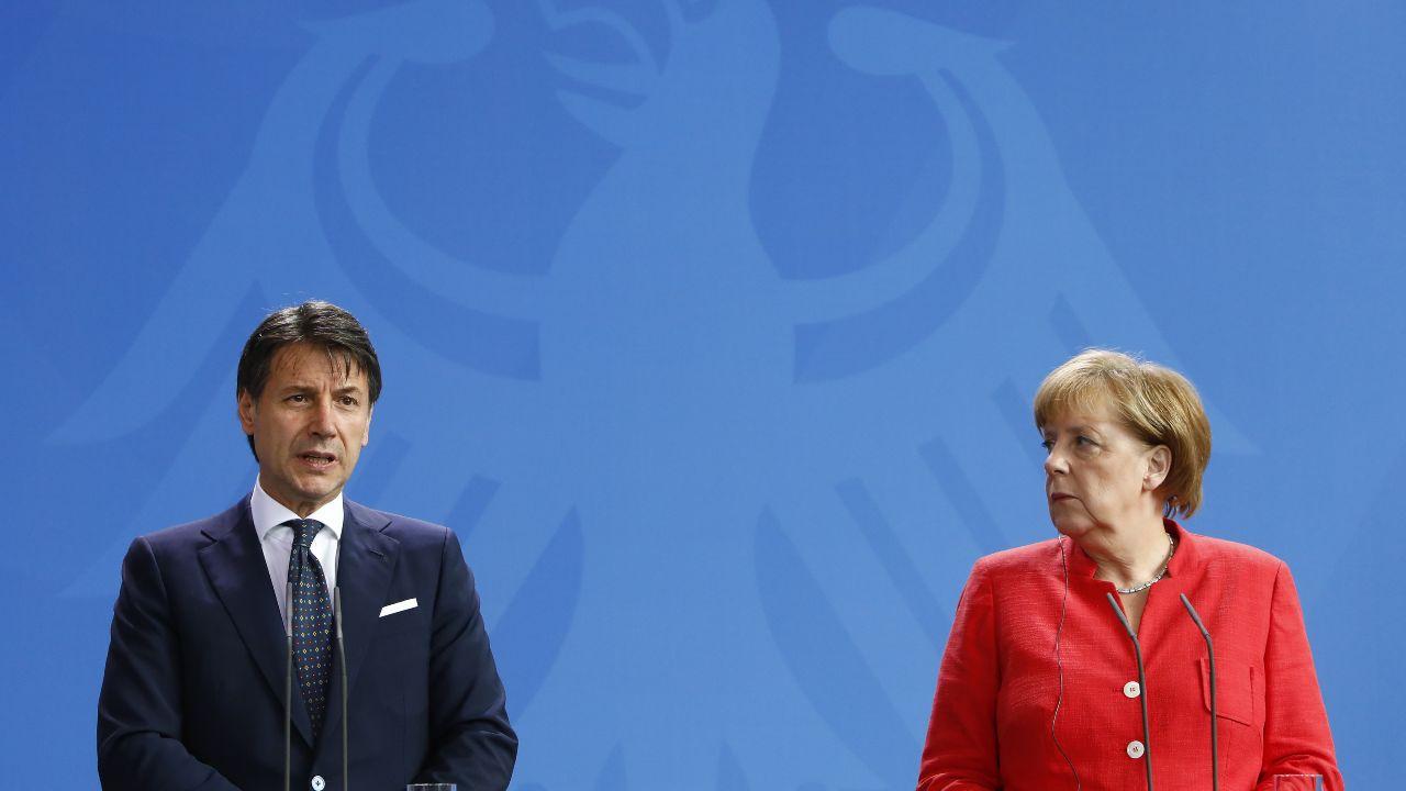 Coronavirus, Merkel va incontro a Conte: norme meno rigide sugli aiuti